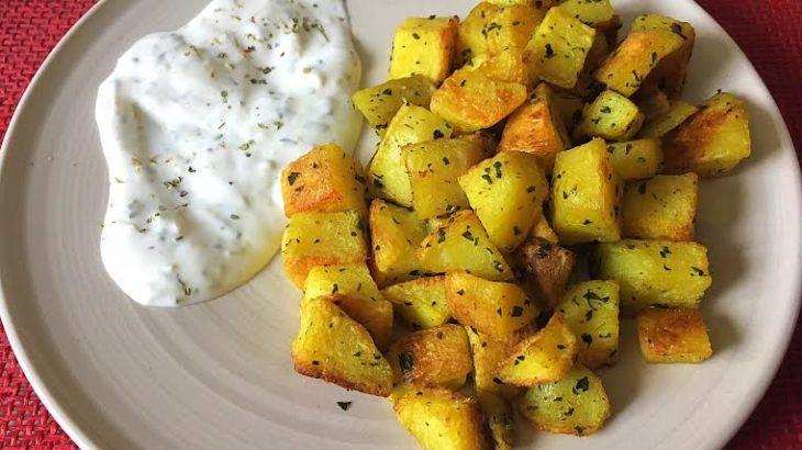 Cartofi aromatizati cu sos tzatziki